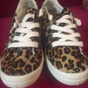 Brand new leopard print casual sneaker